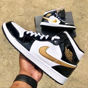 Air Jordan 1 MID Patent Black Gold